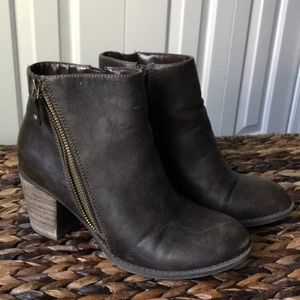 Diba brown heeled boots